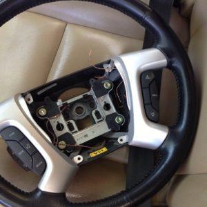 Điều khiển âm thanh trên vô lăng xe Captiva chính hãng GMĐiều khiển âm thanh trên vô lăng xe Captiva chính hãng GM
