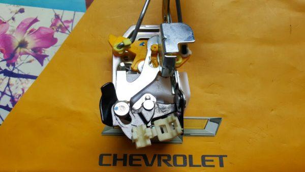 Cơ cấu khóa cửa điện xe Spark M200 chính hãng GM