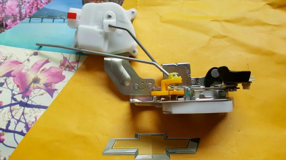 Cơ cấu khóa cửa điện xe Spark M200